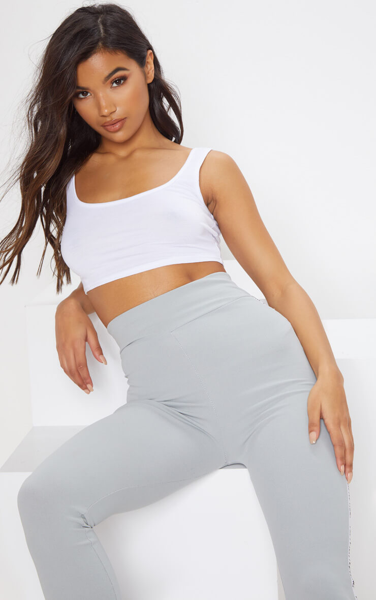 Crop top blanc basique à encolure ronde